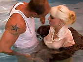 Sexy momma blows hard dick bathing in a pool