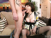 Mature mommy seduces the guy for hardcore sex