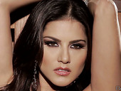 Outrageous steel dress of Sunny Leone is spectacular looking
