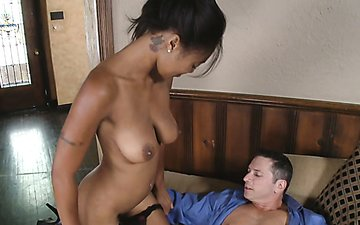Light skin Evanni Solei giving a hot blowjob to get the job
