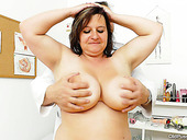 Fat Caucasian aunty Olena with huge jugs is examined by perverted Doc