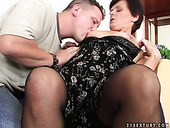Mature woman is getting her clam licked and fingered