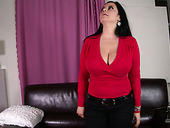 Charming brunette BBW poses on cam and demonstrates her big boobs