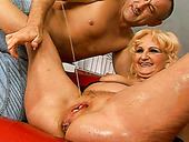 Skanky blond mature gets her ruined vagina dildo fucked