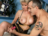 Ugly mature trollop rides the sybian machine like crazy