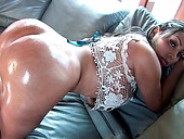 Bootyful Colombian hottie gives stout blowjob in POV