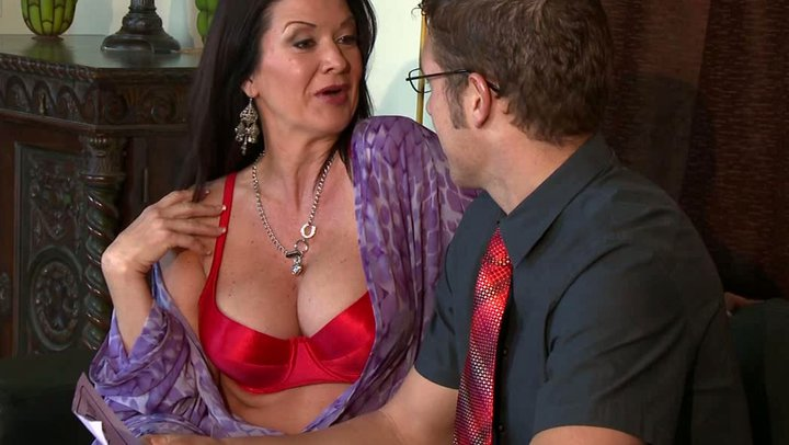 Hot MILF Got Her Pussy Fucked By Sales Agent in Her House