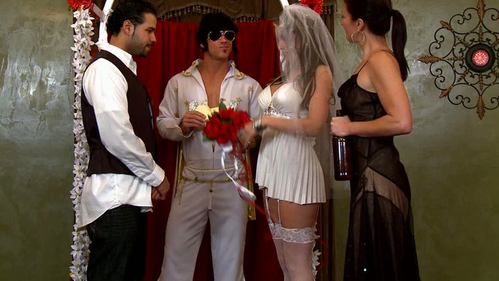 Sexy Bride Got Horny During The Wedding Ceremony-3776