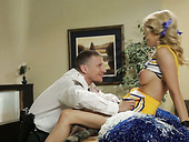 Buxom cheerleader gets her juicy pussy expertly eaten out
