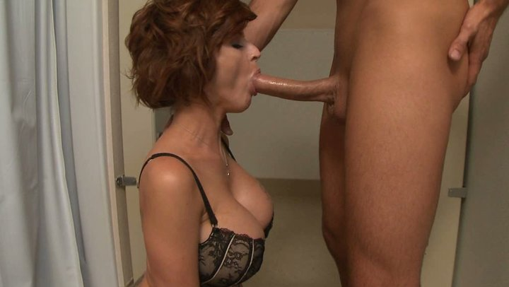 housewife deepthroat