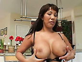 Seductive porn star Ava Devine gives stunning blowjob