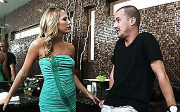 Magnificent chick Carter Cruise gives deepthroat blowjob to Jessy Jones
