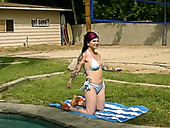 Ugly brunette whore fingering her snatch on a lwnn outdoor