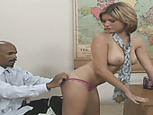 Slut with dyed hair Leigh Livingston blows strong BBC and enjoys table sex
