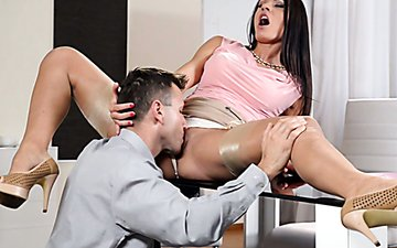 Sex-hungry brunette secretary gets her pussy licked on the boss's table