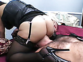 Nothing gets off her like a good facesitting session with her slave