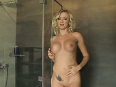 Appetizing curvy blonde babe Victoria Red masturbates in the shower