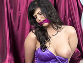 Tied up and blindfolded Sunny Leone flashes her stunning big boobies