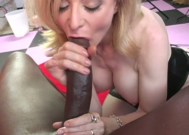 Mature blonde like blowjobs and behind