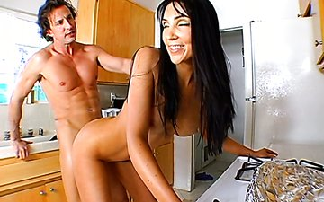 Slutty brunette milfs Ricki White and Diana Prince fuck one dude