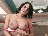 Deep throat of lustful brunette bombshell Savannah Stern