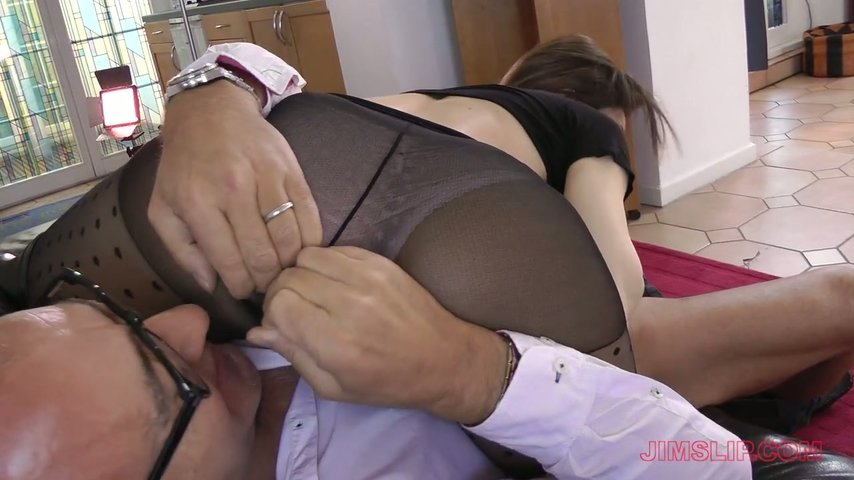 Old stud Jim Slip fucks nasty chick in ripped pantyhose Valentina Bianco