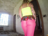 Sassy tattooed bitch in yoga pants Violeta Cruz gives her head in an abandoned house