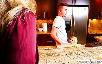 One lucky dude fucks gorgeous milf Julia Ann and her nasty stepdaughter