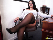 Big bottomed secretary in stockings Anna Lynn masturbates pussy