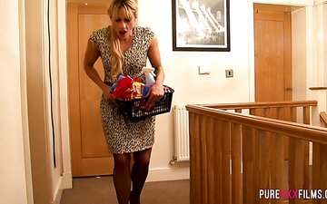 Horny milf Brittany Bardot gives blowjob to sex-hungry stepson