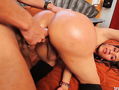 Kinky tranny with plump round ass Daniela gets her anus rammed