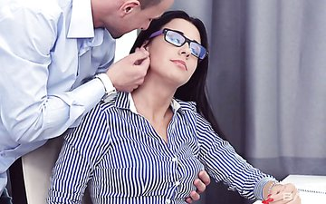 Beautiful hottie in glasses Kellie is fucked by one horny dude