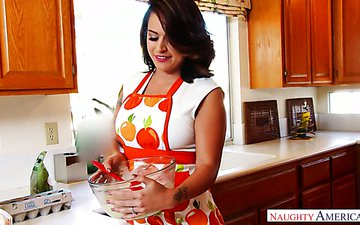 Good housewife and perfect bitch Eva Angelina goes wild on heavy dick