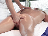 Masseur fucks oiled up mature woman Lana Vegas