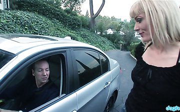 Picked up blonde Darryl Hanah gets her pussy rammed by one kinky driver