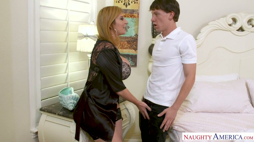 Cleaning Boy Fucks Super Busty And Hot Blooded Milf Sara -2368