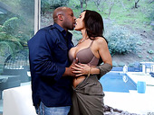 Bodacious cougar Lisa Ann gets intimate with black stud