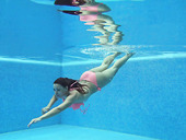 Great underwater performance of sizzling nude babe Sazan Cheharda