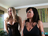 Two splendid chicks can't stop eating each others yummy slits