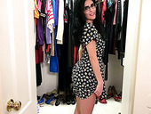 Mature woman in glasses Theresa Soza is toying her hungry hole