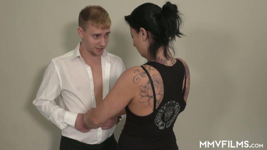German girls gives sexy cumswap