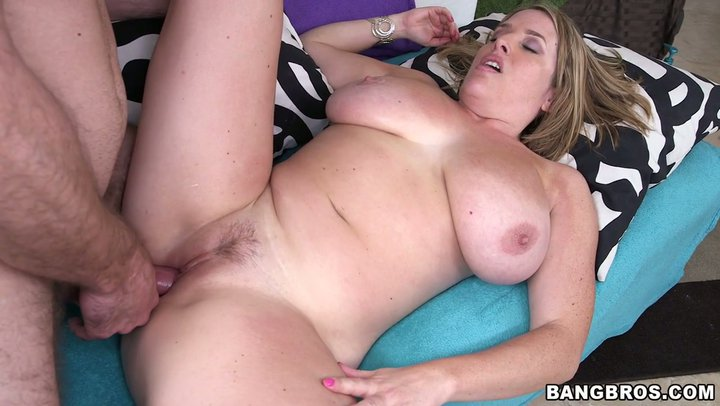Chubby mom gets a nice throatfuck