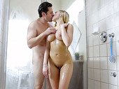 Juggy blond girlfriend Kagney Linn Karter gets laid in the shower