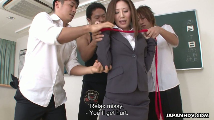 Rei Haruka bekommt ihre Jap-Muschi von einem Kollegen zertrümmert