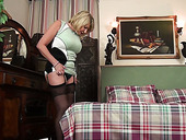 Hot like wife cougar Amy Goodhead is finger fucking her twat