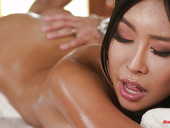 Exotic massage ends up with passionate sex with bodacious masseuse Honey Moon