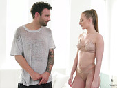 Lewd masseuse Daisy Stone gives a nuru massage with happy ending