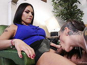 Tattooed Bitch Rizzo Ford Gets Her Anus And Pussy Fucked By Horny Shemale