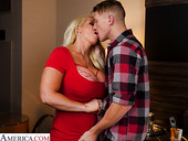 Captivating sex bomb Alura TNT Jenson has an affair with young tall guy