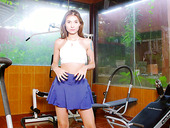 Naughty babe Nataly Leon is stimulating clit in the gym